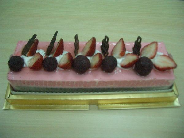 四位美女送的草莓蛋糕01