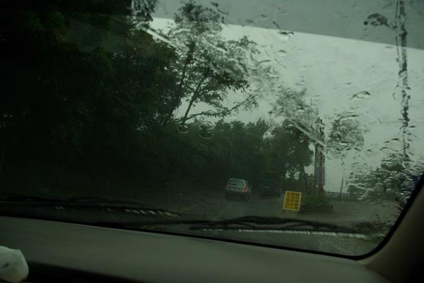 一路上大雨滂沱