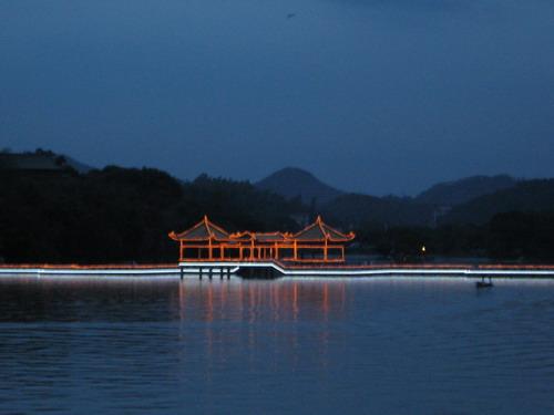 惠州的小西湖之九曲橋light up~