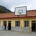 老師自己DIY的籃球架