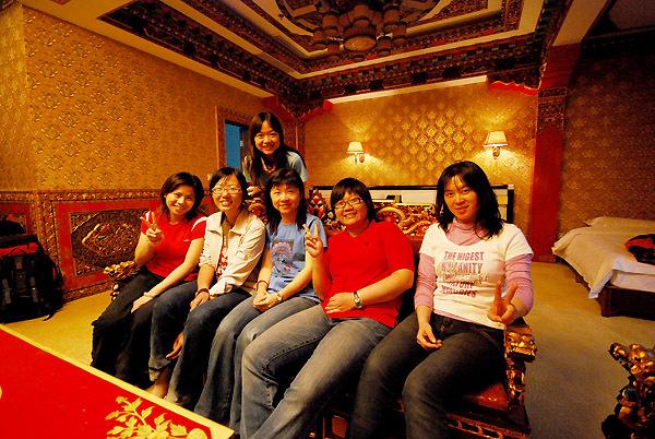 台湾队在西藏旅游时的房间合影.jpg