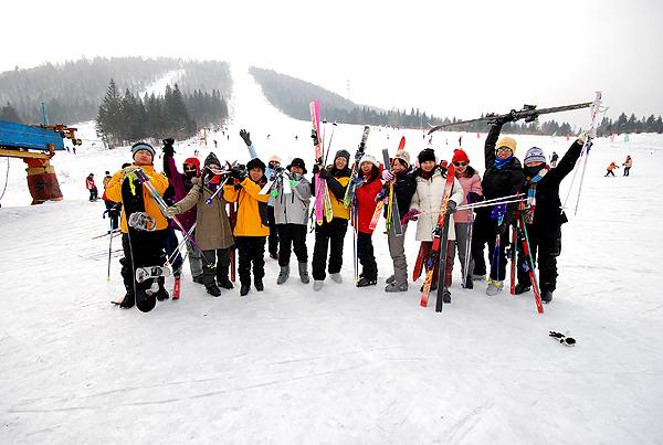 台湾队在雪乡滑雪.jpg