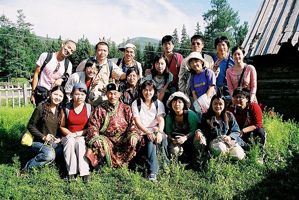 台湾队在图瓦人家里2.jpg
