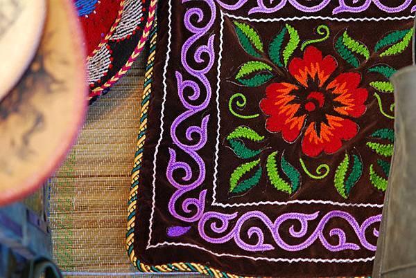 圖瓦繡品墊子4.jpg