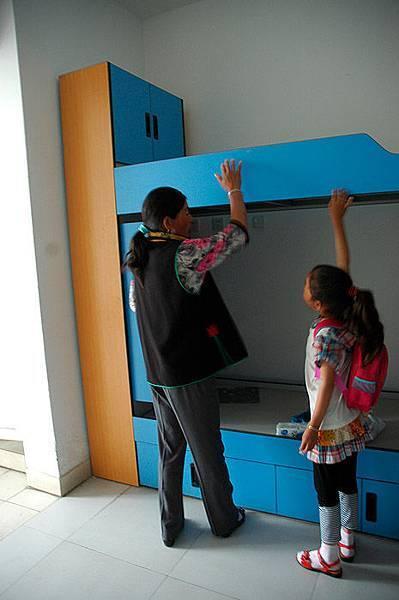 0505蘭蘭參觀小學部的寢室2.jpg