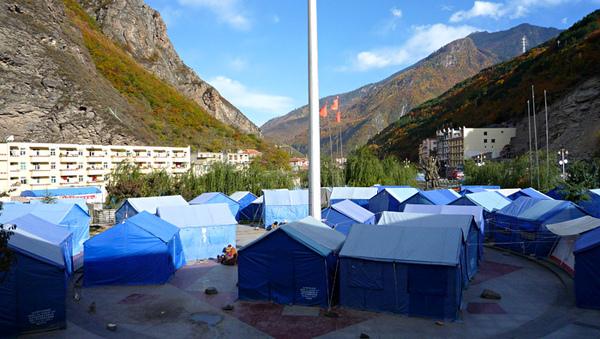 1103黑水縣廣場的帳篷.JPG