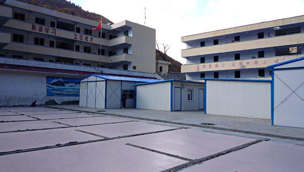 1103澤蓋小學受地震破壞已經拆掉的舊宿舍區2.JPG