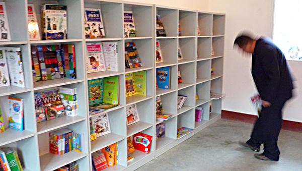 1104圖書室的書架1.JPG