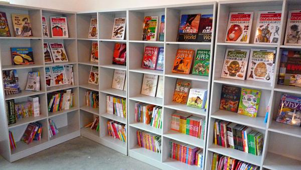 1104圖書室的書架2.JPG