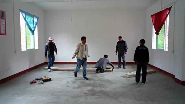 1104澤蓋小學佈置圖書室2.JPG