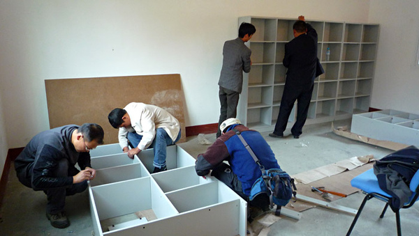 1104澤蓋小學佈置圖書室6.JPG
