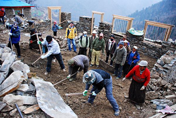 45親自動手參與體驗幫澤老師家修建房子.jpg