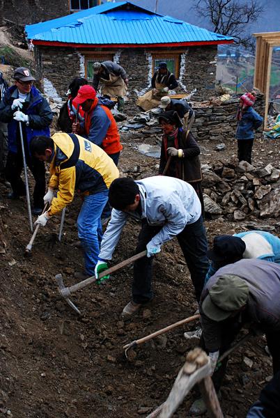 46親自動手參與體驗幫澤老師家修建房子.jpg