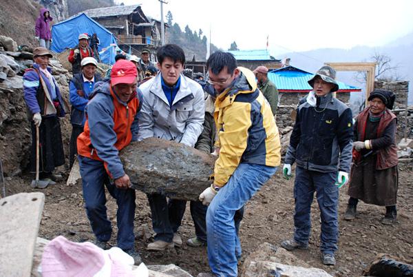 49親自動手參與體驗幫澤老師家修建房子.jpg