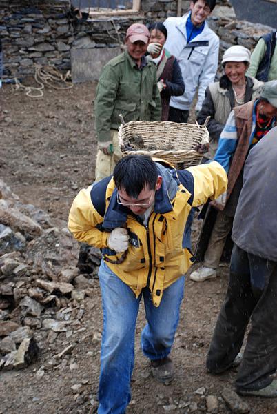 51親自動手參與體驗幫澤老師家修建房子.jpg