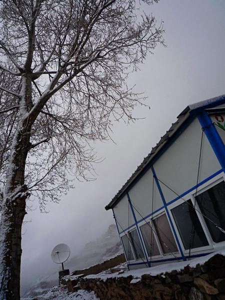 102學校飄雪的早晨.jpg
