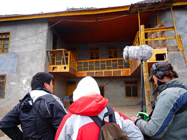 161媒體三人組拍攝熱十多學校.jpg