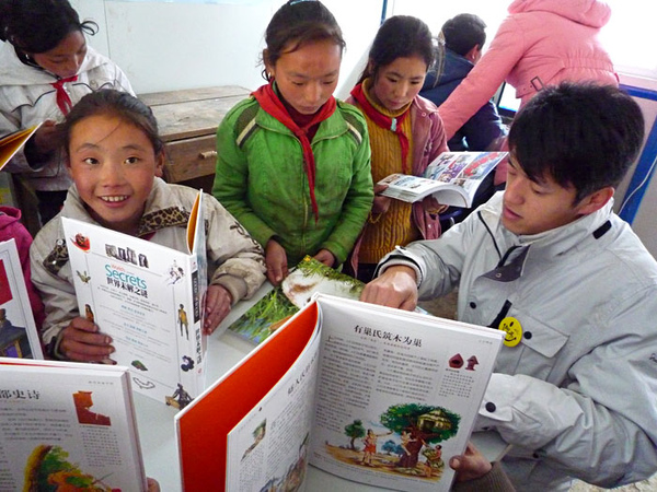 124阿布給孩子們閱讀輔導.jpg