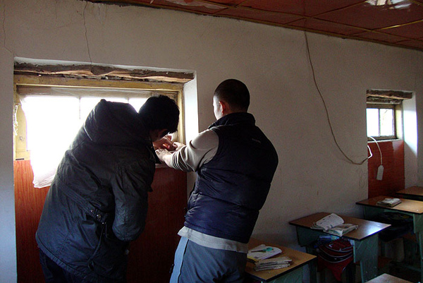 149为教室补窗户.jpg