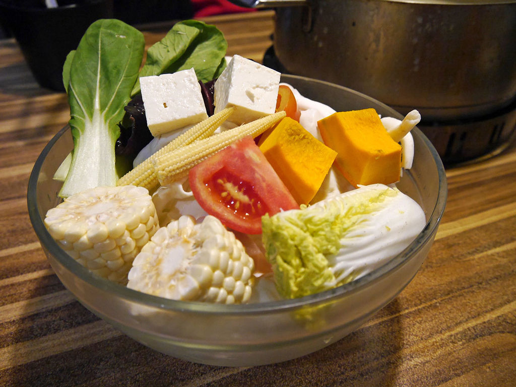 極蜆鍋物_蔬菜拼盤_201547.JPG