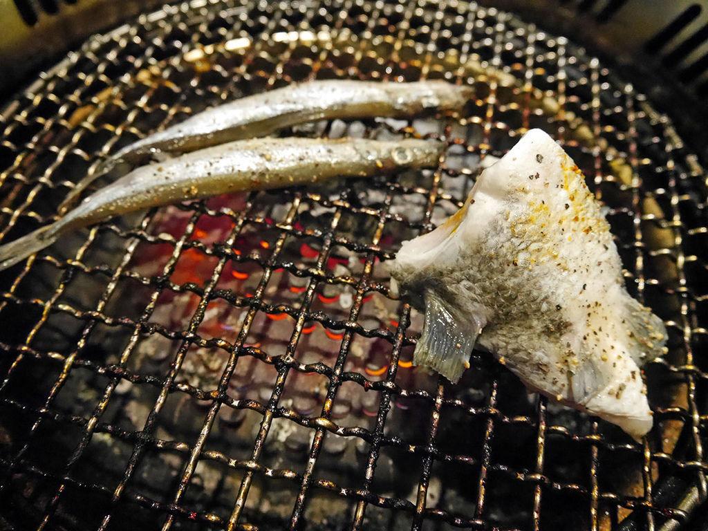 天外天精緻無煙燒肉_鯛魚下巴%26;柳葉魚214856.JPG