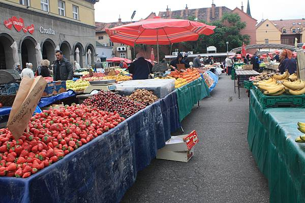 都賣些草莓,櫻桃,桃子,馬鈴薯之類的