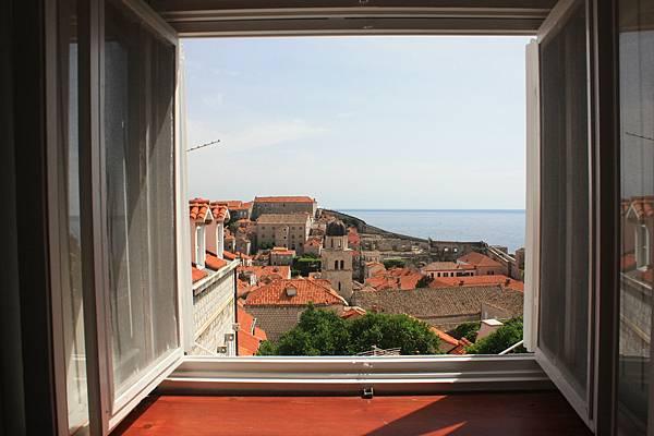 我們在Dubrovnik住的房間窗外景色。換來這樣景色的代價就是買天要爬很多樓梯回去...