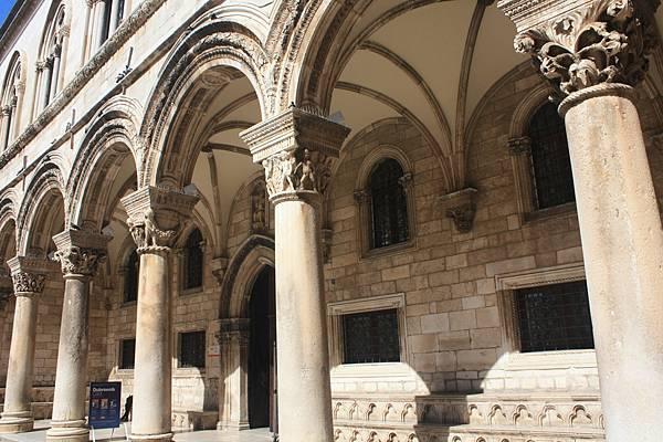 號稱Dubrovnik最漂亮建築物的古時候行政長官的寓所。