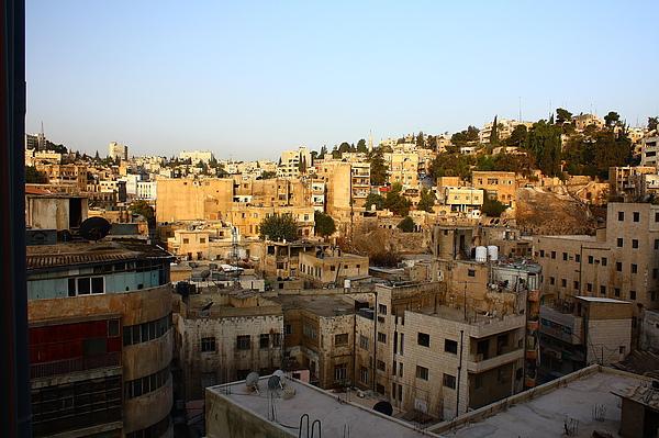 到約旦首都安曼後隔天一早起來往飯店窗外望去的第一印象。充滿房子的一座山城...