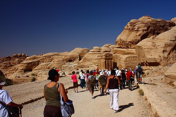 很多遊客。