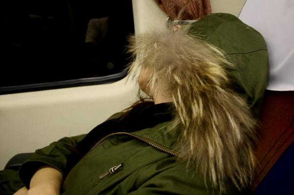 坐夜車睡一下