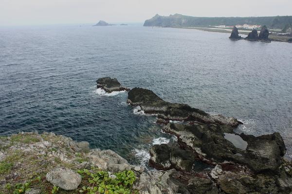 大礁石上遠眺牛頭山