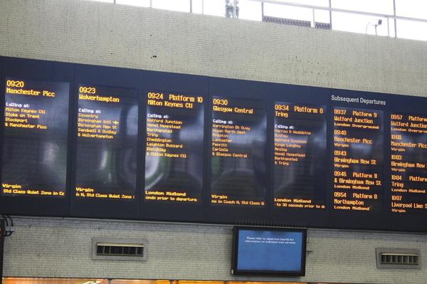 9:30分前往Glasgow的列車