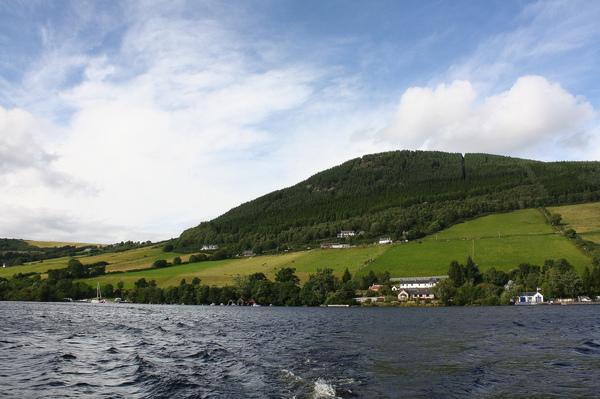 乘著小船遊尼斯湖