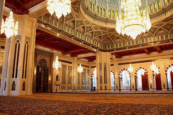 地上是全世界最大的手工波斯地毯