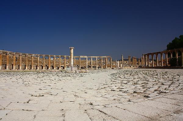 橢圓形的羅馬時代集會場。