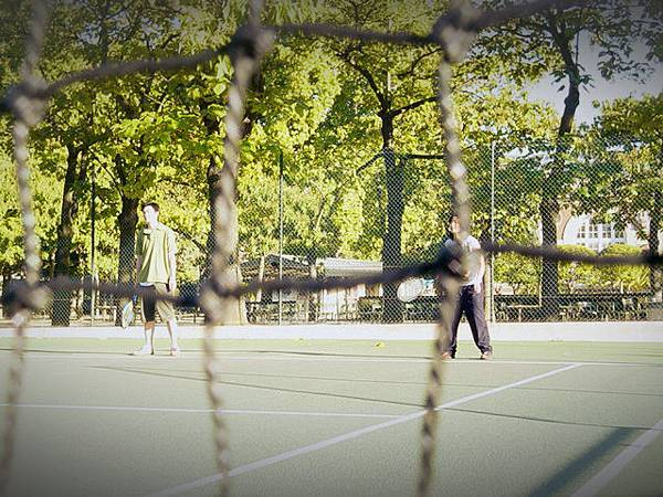 盧森堡公園打網球
