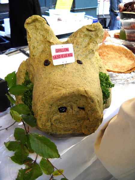 sculpture de tete de cochon en grillon.JPG
