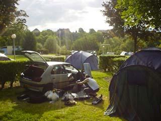 我們露營地的帳篷與車子