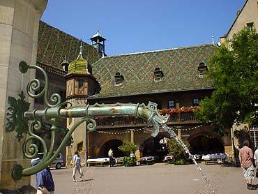 Koifus之屋是Colmar中世紀時的經濟、文化中心,有著特殊的琉璃花屋頂