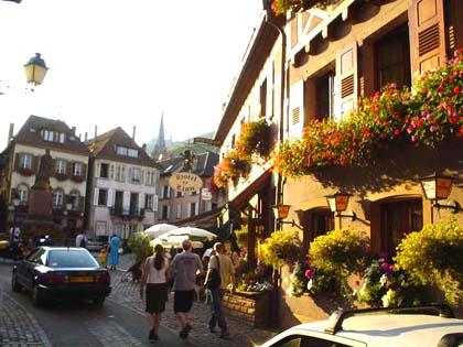 阿爾薩斯‧Ribeauville花團錦簇的市街
