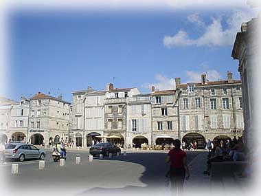 全市幾乎都是騎樓建築的La Rochelle
