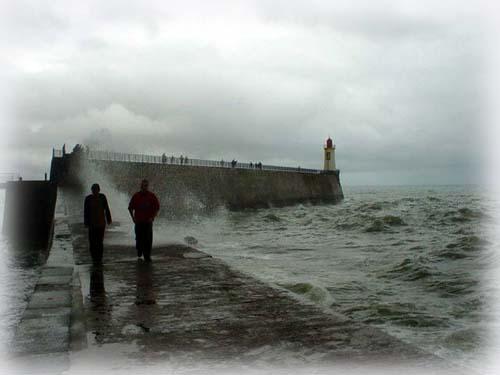 堤防燈塔前, Les Sables d'Olonne的海浪
