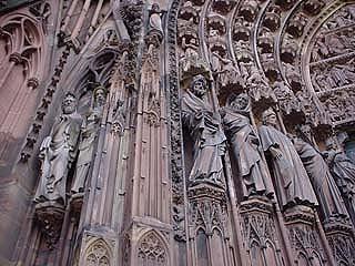 大教堂正門雕像完好無缺