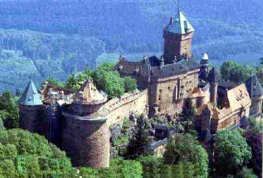 看著赭紅雄偉的Haut - Koenigsbourg古堡,順便來讀讀歷史吧!