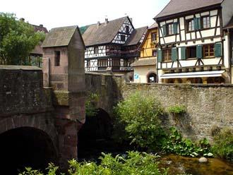 跨於Weisse河上,建於1514年的Fortifie橋