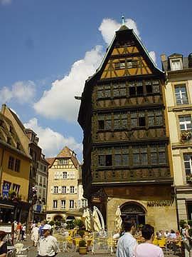 雕功\繁複的美麗木造建築~卡默賽之家(La Maison Kammerzell)