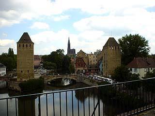 站在小法國區這邊的Vauban攔水壩上看舊城區