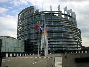 與舊城區感覺截然不同的歐洲議會建築一角