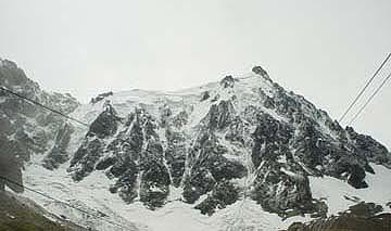 半山腰往上望的阿爾卑斯山